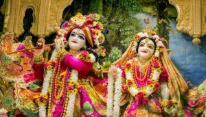 मथुरा- वृंदावन में उमड़ रही है भक्तों की भीड़, हर कोई बांकेबिहारी के दर्शन को आतुर
