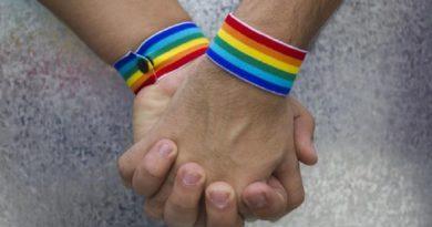 सुप्रीम कोर्ट का समलैंगिकता पर बड़ा फैसला, अब नहीं माना जाएगा अपराध