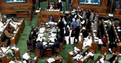 मॉनसून सत्र के पहले दिन ही संसद में हुआ हंगामा, विपक्ष ने लगाए नारे