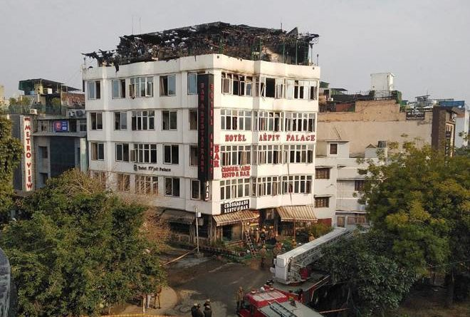 दिल्ली के करोलबाग में लगी भीषण आग, हादसे में 17 लोगों की मौत
