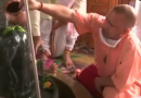 सीएम योगी ने इस खास तरह से की भगवान शिव की पूजा, मास्क लगाए आए नजर